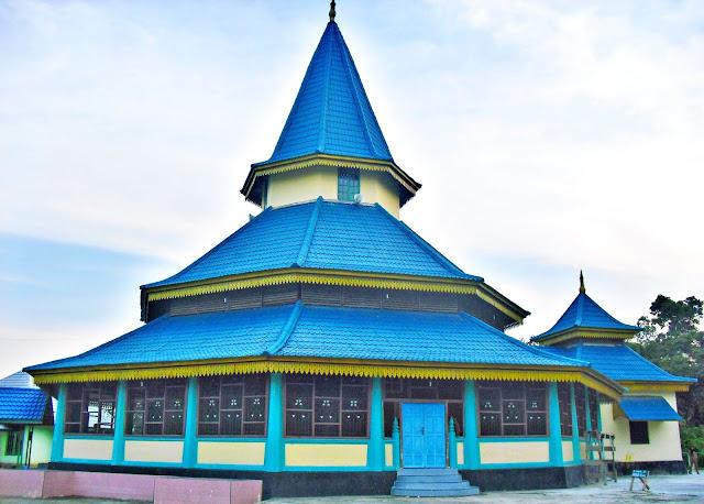 Peranap adalah daerah yang terdapat di Kabupaten Indragiri Hulu, bila menggunakan jalan darat dari kota Rengat dapat ditempuh kurang lebih dua jam perjalanan. Di Peranap terdapat objek wisata yang dikenal dengan Mesjid Raya.  Mesjid ini didirikan pada tahun 1883 oleh Muallaf dari Tionghoa.