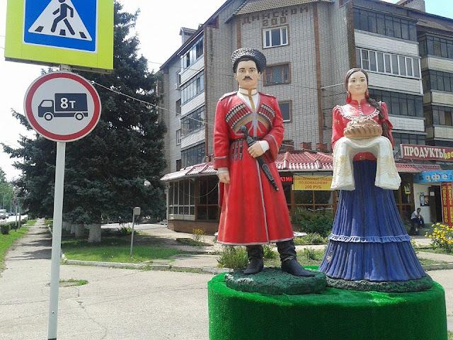 Краснодарский край станица Динская, памятник казаку и казачке