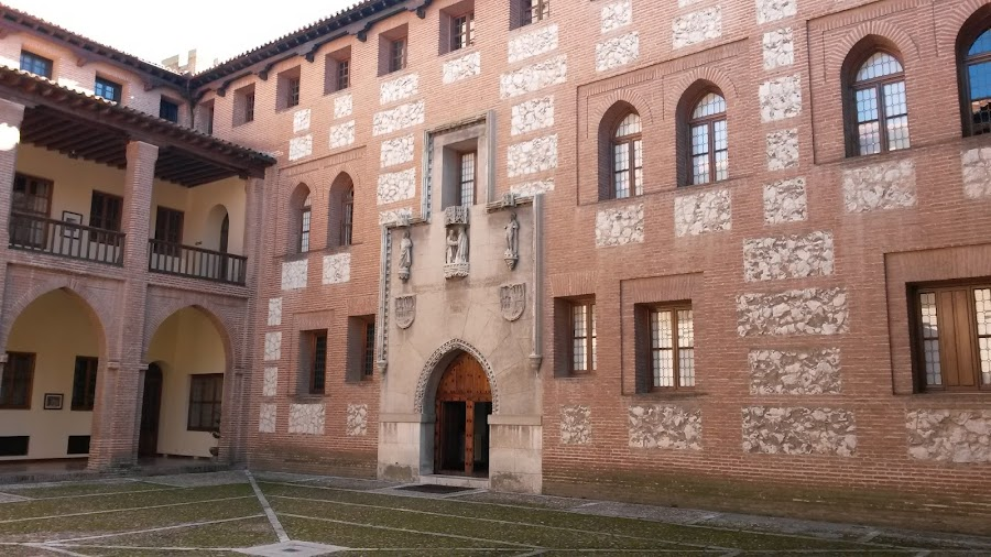 Patio de Armas de El Castillo de la Mota.
