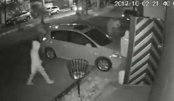 Delincuentes saquean casa en Naucalpan en menos de dos minutos (VIDEO)