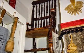 Resultado de imagem para Cadeira do Mal Thomas busby