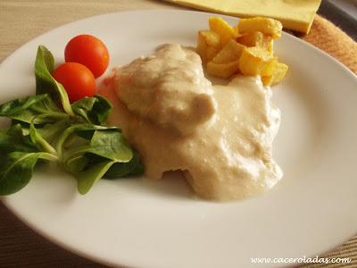 Filetes de pollo en salsa de almendras