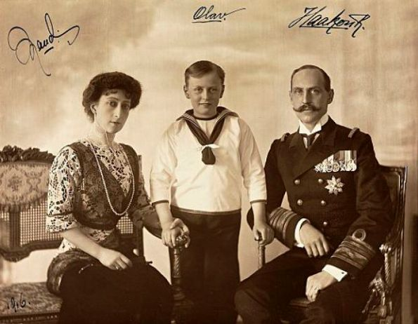 King Haakon and Queen Maud together with their only child, King Olav