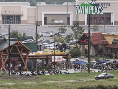 Waco , Texas. Deadly biker gang violence at Twin Peaks restaurant
