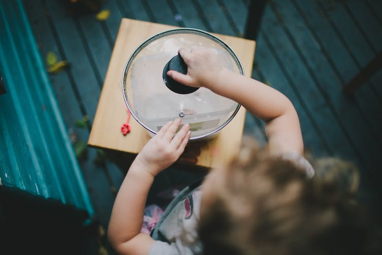 Có nên dạy cho bé hay để bé tự khám phá phát triển ?