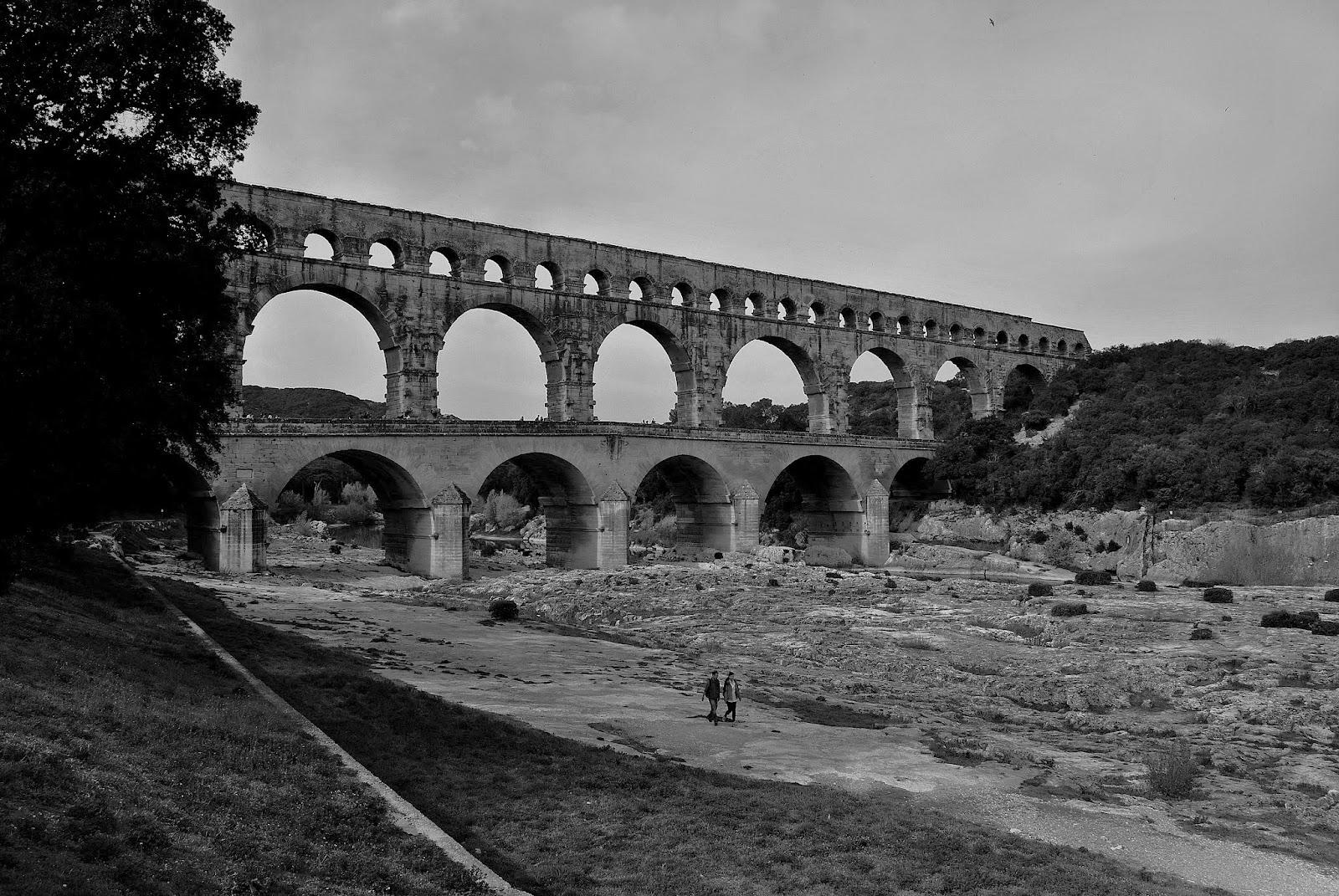 Pont du gard l 39 antica roma in terra di francia for Roma in bianco e nero