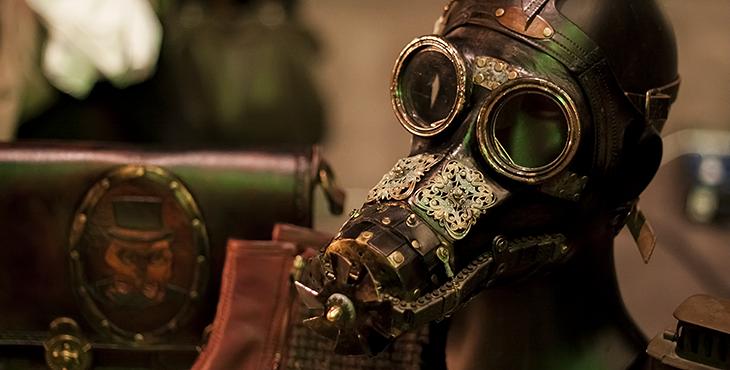 Gasmaske auf dem Steampunk-Jahrmarkt 2015 in Bochum, Jahrhunderthalle. Foto © fieberherz.de