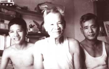 Ba thế hệ (cùng con trai là Anh hùng Nguyễn Tài và cháu nội).