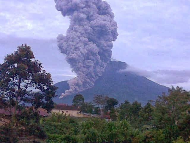 IMG2013111100855 Sinabung Masih Mengancam