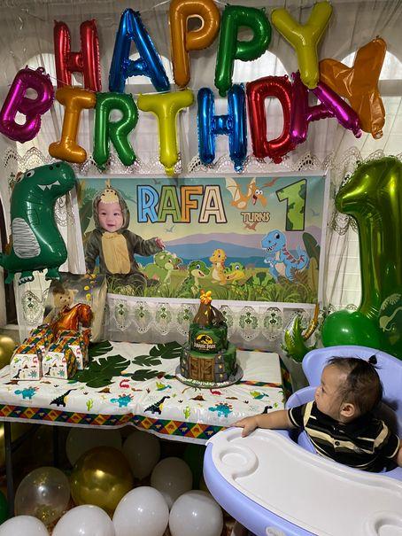 DIY dinosaur-themed kiddie birthday party at home