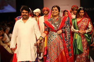Kirron Kher the show stopper for Gaurang Shah @ LFW 2013