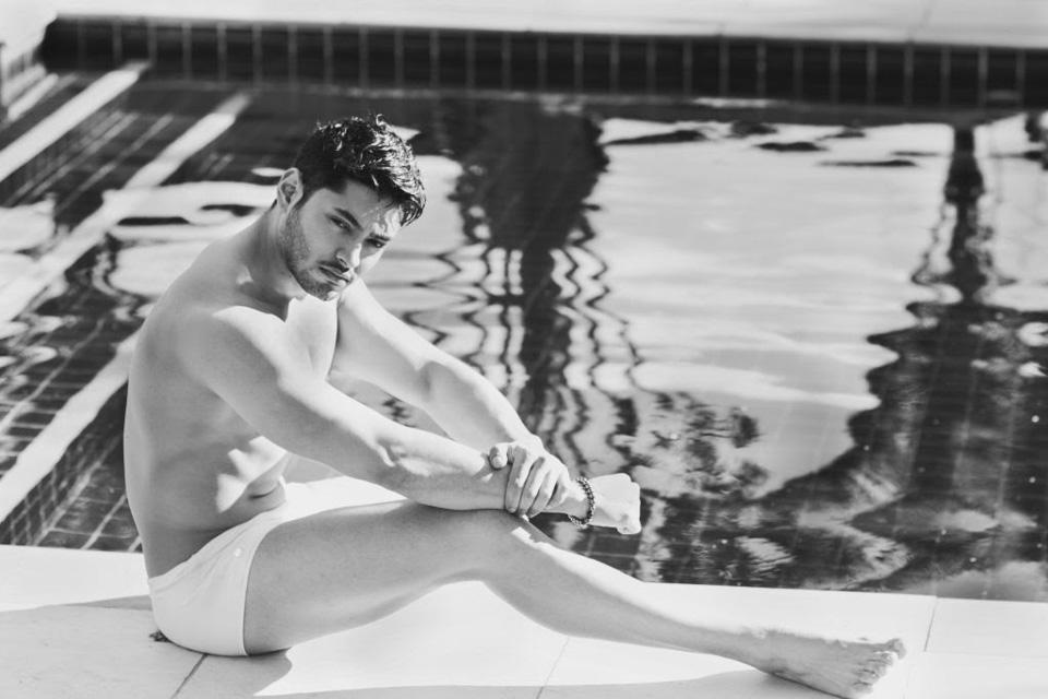 Willian Herculano, Mister Brasil 2016, posa para ensaio em piscina. Foto: Thuany Marcante