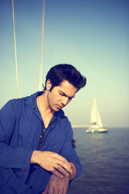 Varun Dhawan Latest Photos With His Six Packs!