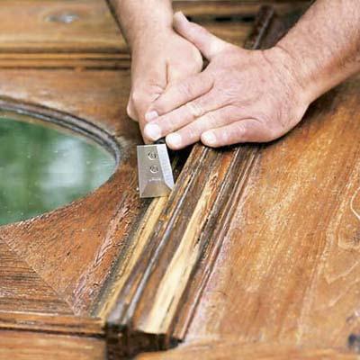 Como restaurar puertas de madera viejas o deterioradas for Como arreglar una puerta de madera