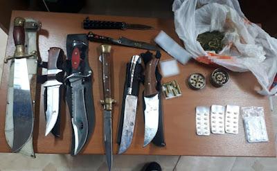 Συνελήφθησαν δύο (2) άνδρες και μία (1) γυναίκα στους νομούς Δράμας, Ροδόπης και Καβάλας, για καλλιέργεια φυτών κάνναβης, κατοχή ναρκωτικών και παράβαση του νόμου περί όπλων κατά περίπτωση.