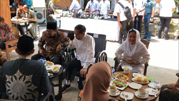 Peduli Kelestarian Sejarah, Presiden Jokowi Ngopi Santai di Benteng Pendem Ngawi