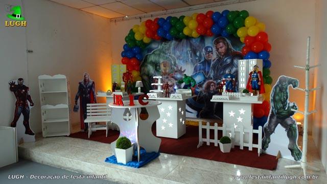 Decoração de festa infantil tema Vingadores - Aniversário - Mesa provençal simples