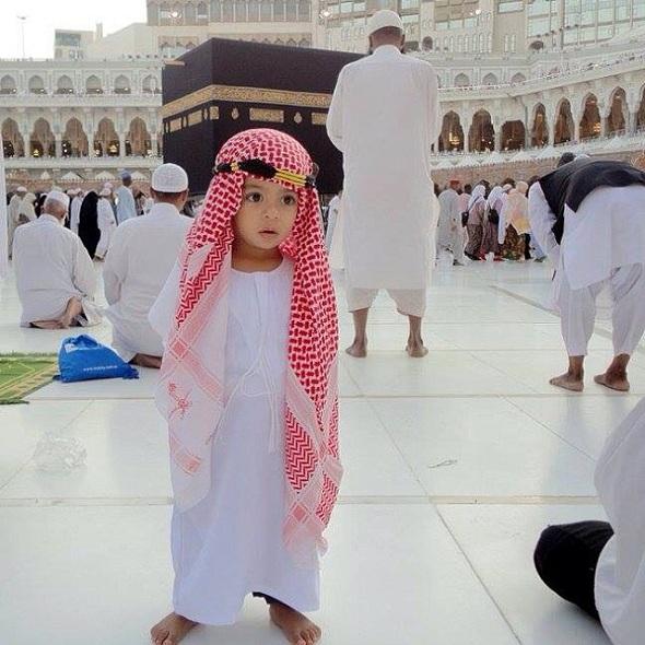 pengalaman-umroh-membawa-balita-saat-shalat-berjamaah-di-masjid