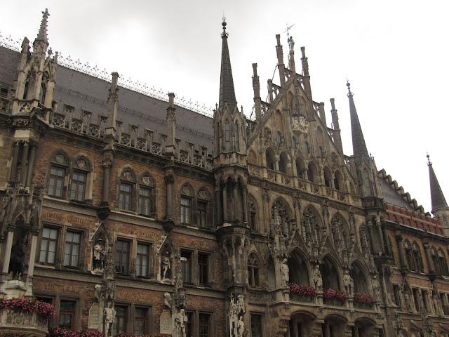 Torres pontiagudas na nova prefeitura O que ver em Munique