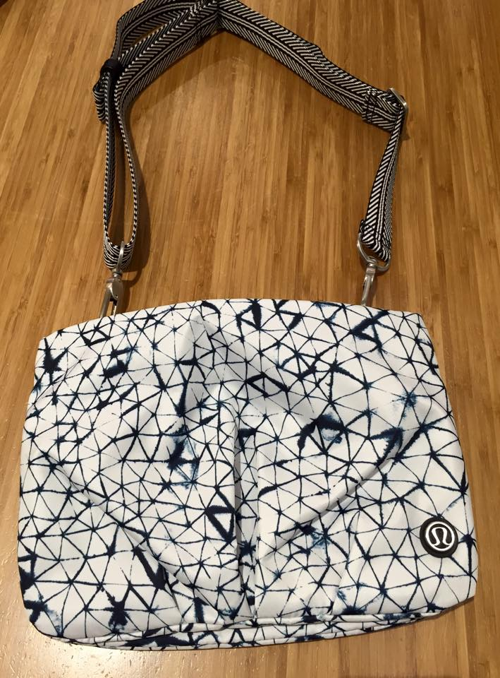 lululemon-hip-to-be-free-bag star crush