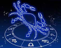Historia de los signos. Signo de cáncer. Cangrejo sobre el reloj del zodíaco