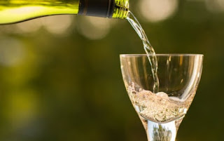 Let Me Introduce You To The Health Benefits Of White Wine