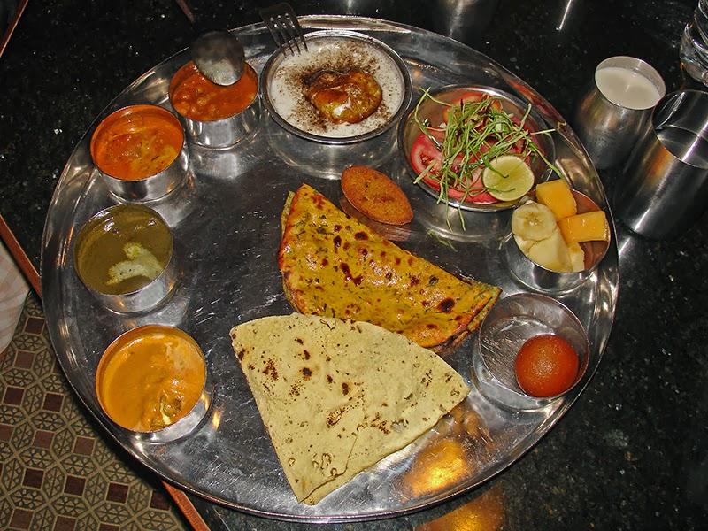 Un thali dégusté à Delhi, en Inde