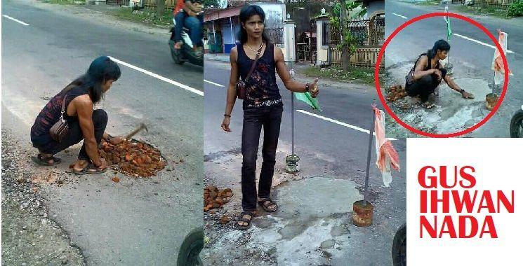 VIRAL! Perbuatan Terpuji Pemuda Tulungagung Penambal Jalan Raya Berlubang