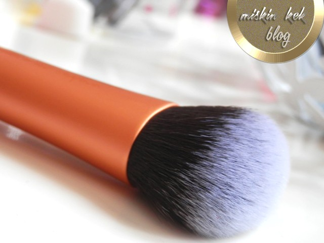 real-techniques-expert-face-brush-makyaj-fircasi