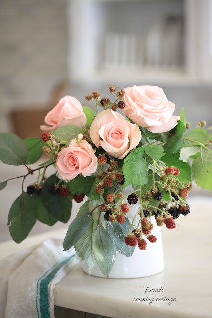 blackberries and pink roses in bouquet on island