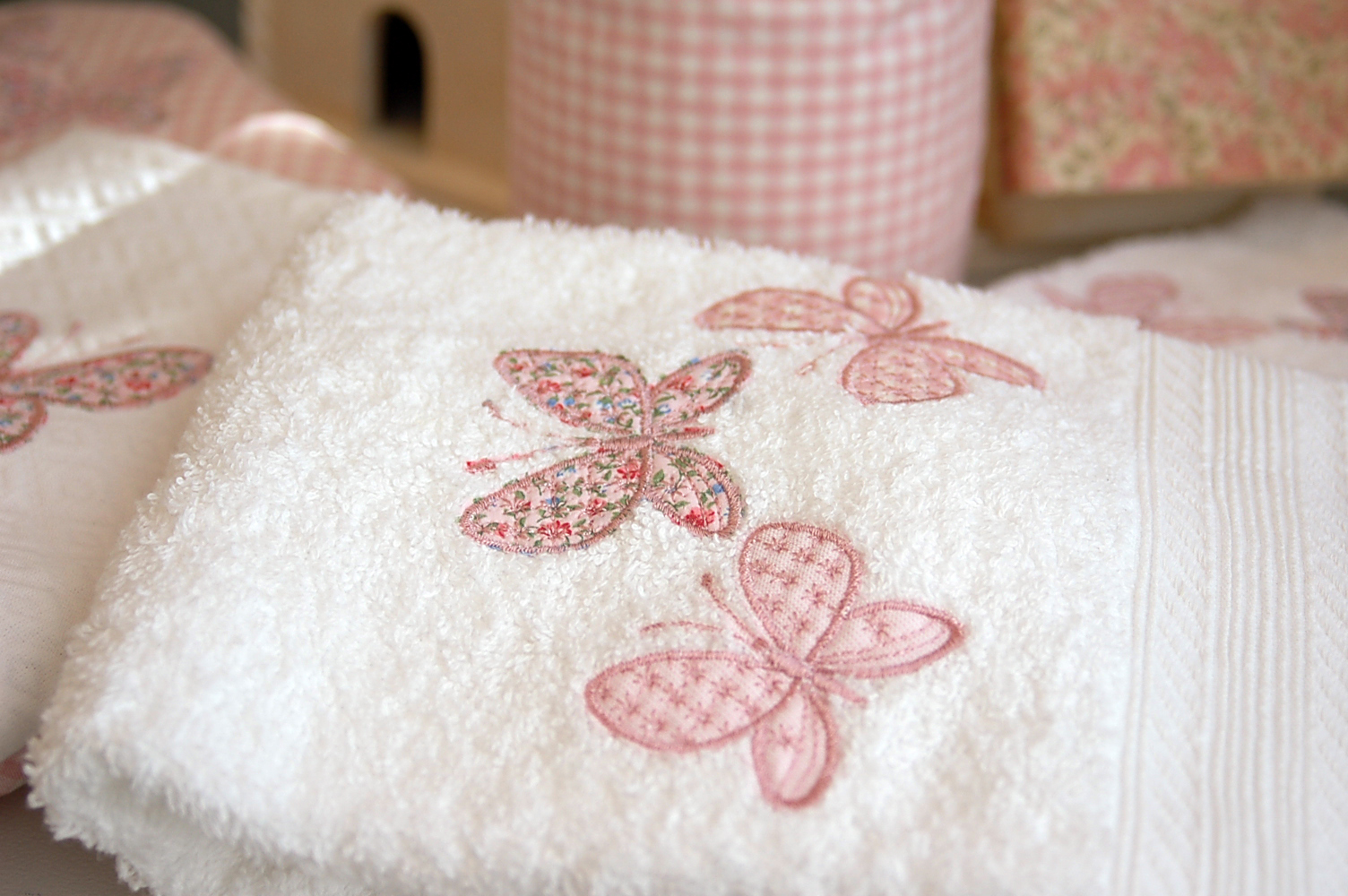 Paz montealegre decoraci n toallas bordadas toallas con - Decoracion con toallas ...