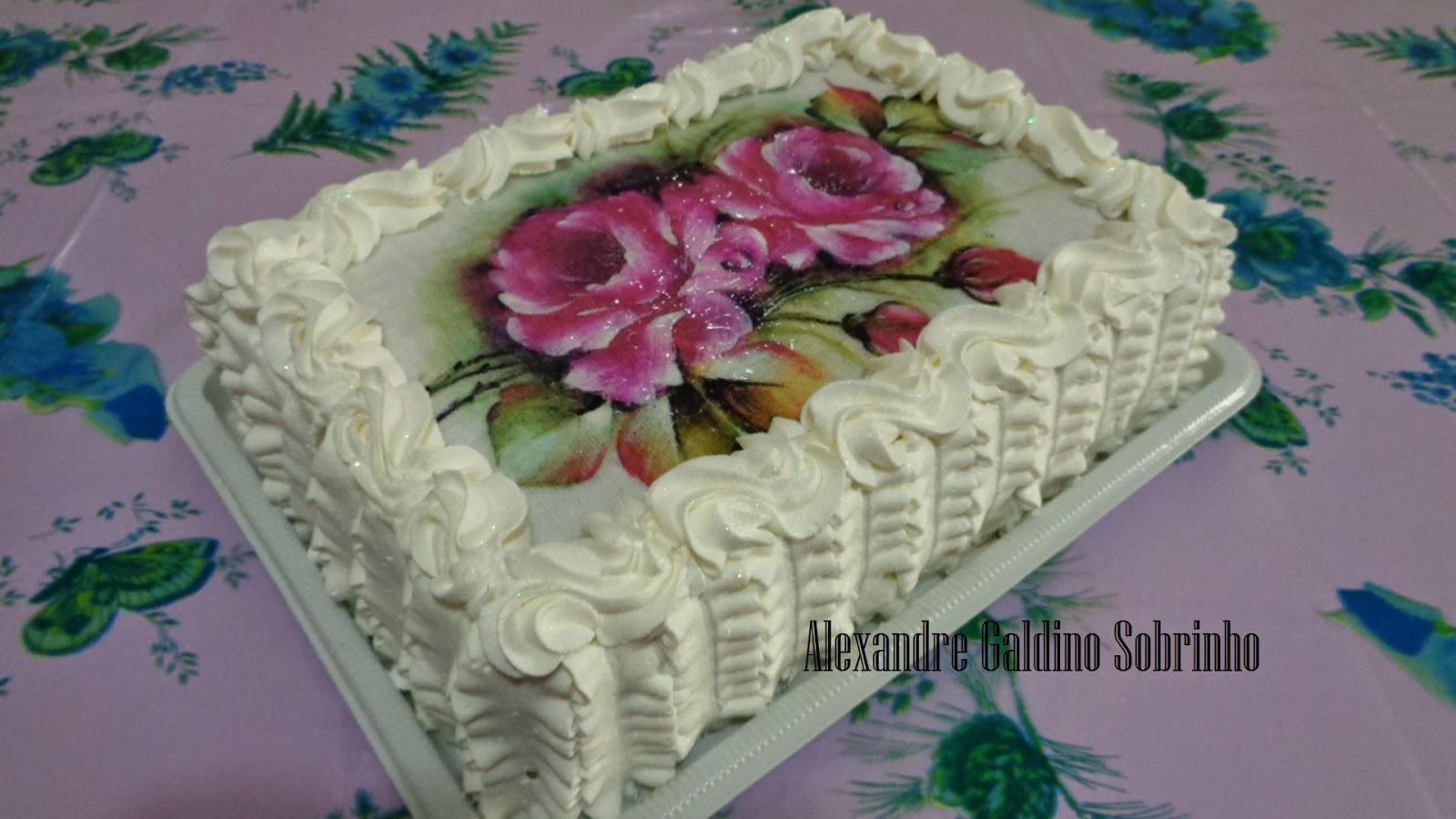 T lo bolos confeitaria artesanal bolo decorado com chantilly for Como decorar c