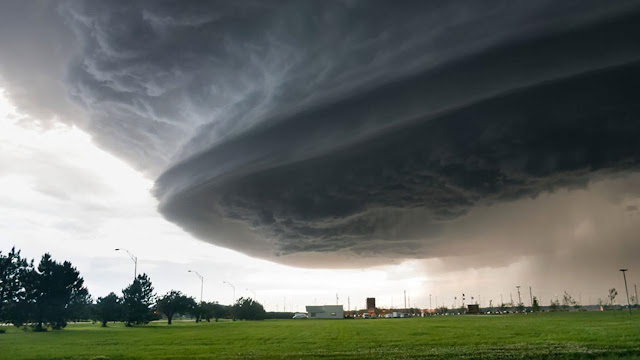 Eye on the storm,  extreme weather supercell