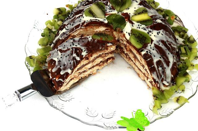 Slika čokoladne torte sa keksom i pudingom
