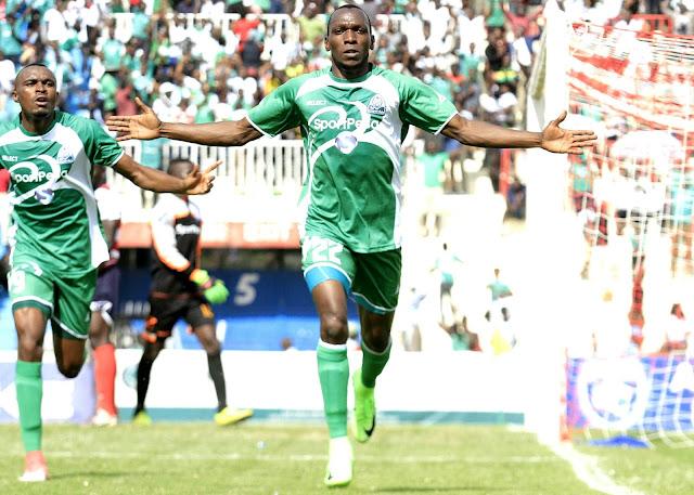 Meddie Kagere wa Gor Mahia (Kulia)  akisherehekea goli pamoja na mwenzake Jacques Tuyisenge. Picha/www.sportpicha.co.ke