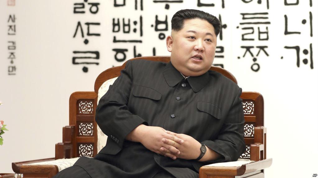 El dictador norcoreano da muestras de una nueva política global  / AP