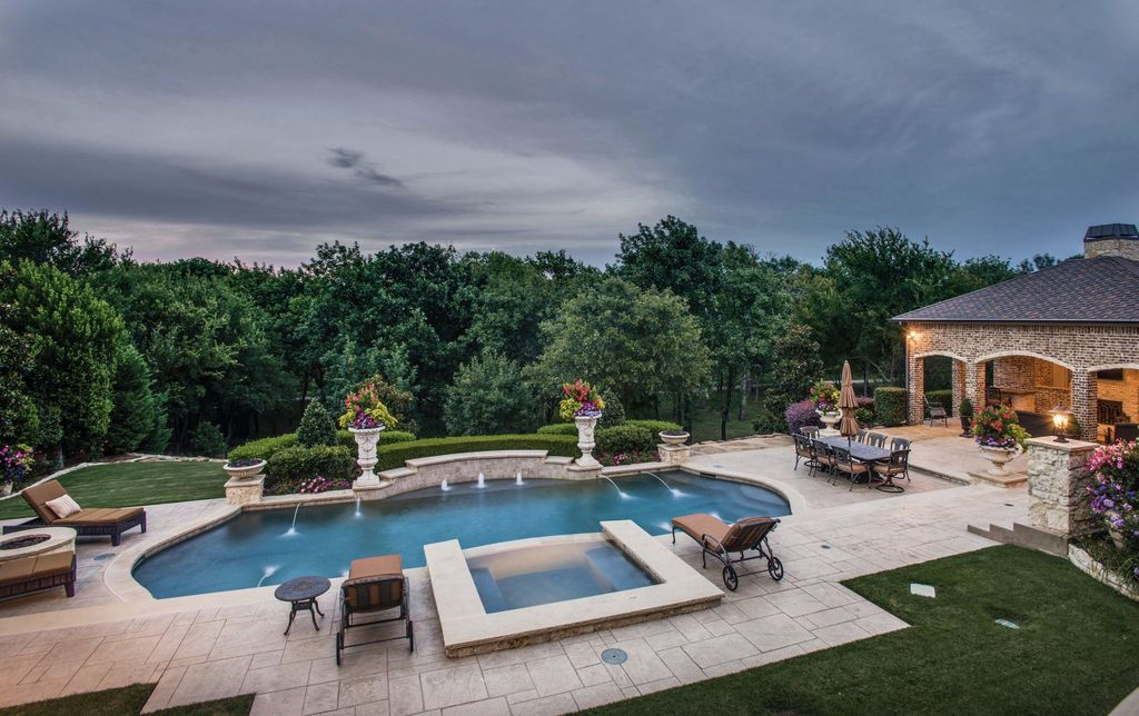 Stunning Estate With Elegant Finishes On A Lush Private