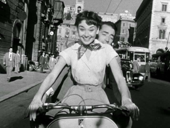 Scena sulla vespa di Vacanze Romane con Audrey Hepburn
