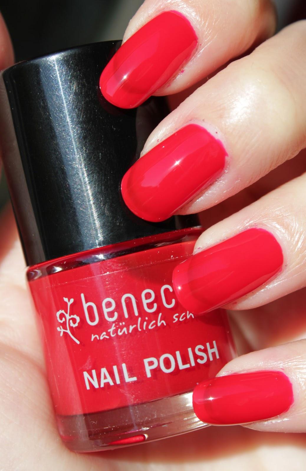 http://lacquediction.blogspot.de/2015/01/benecos-vintage-red-notd-freehand-floral.html