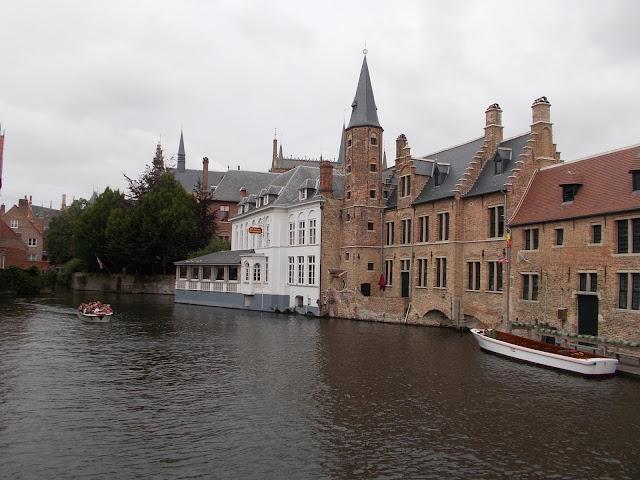 Bruges, canal, maisons, eau, bateau