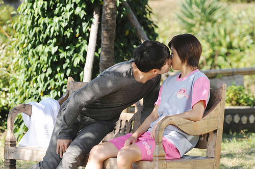 secret garden bench kiss