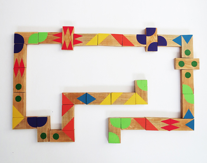 https://www.ohohdeco.com/2015/09/diy-graphic-dominoes-game-for-kids.html