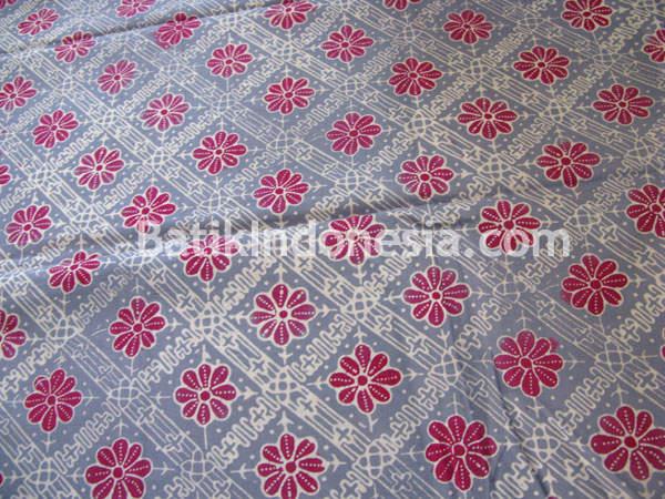 Motif dasar berbentuk ketupat dengan hiasan berupa bunga f3ef655633
