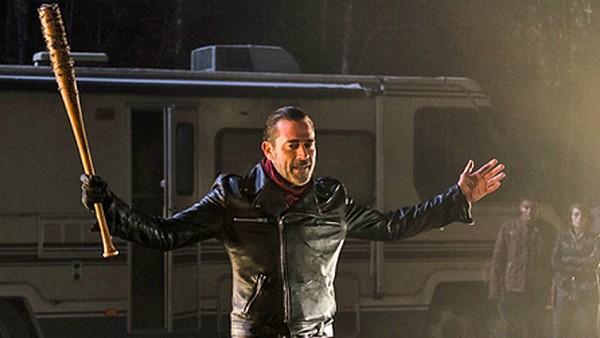 The Walking Dead: Críticos e associações se queixam da extrema violência do último episódio.