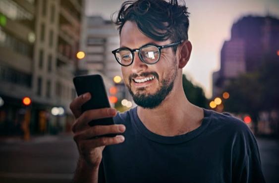 Tu celular podría estar viendo todo lo que haces
