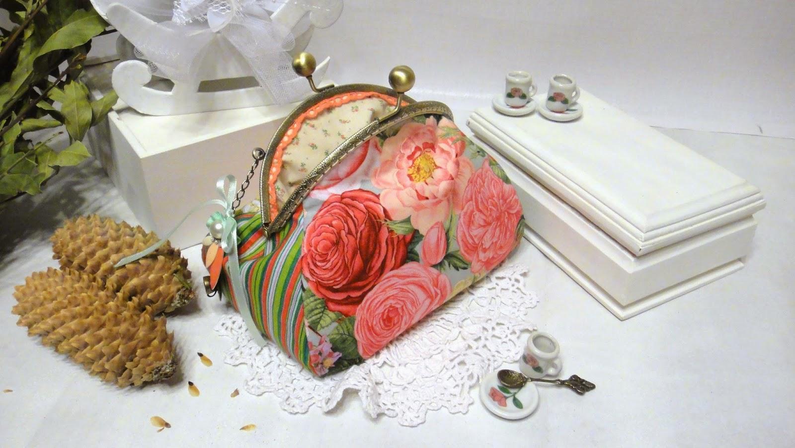 Женская объемная косметичка Розовые розы шебби - подарок подруге