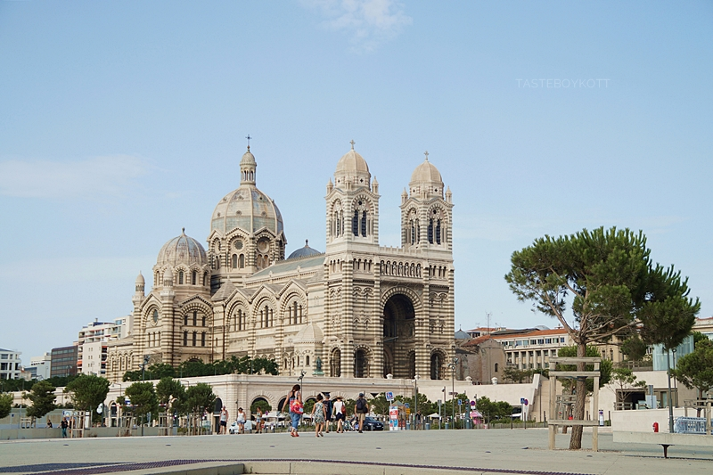 Kathedrale Sainte-Marie-Majeure de Marseille im Sommer // Cathedral Marseille