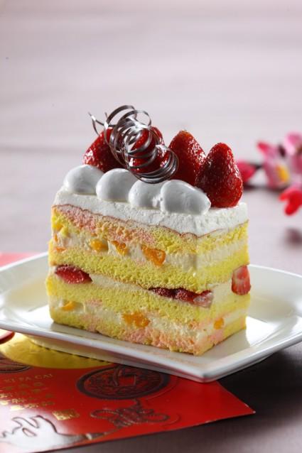 STROBERRY PEACH CAKE