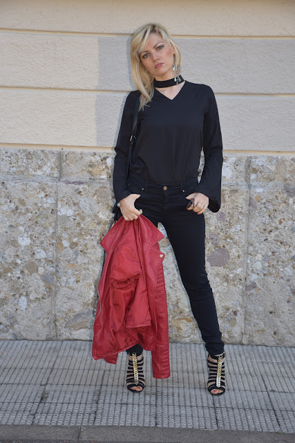outfit camicia nera anni 70 camicia anni 70 con manica a campana camicia collo chocker come abbinare una camicia collo chocker mariafelicia magno fashion blogger colorblock by felym fashion blogger italiane