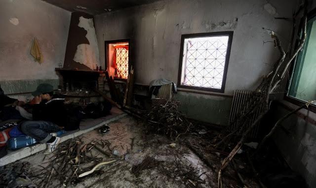 """Αφού έσβησαν τα φώτα της προπαγάνδας στην Ειδομένη, οι """"πρόσφυγες"""" επιδόθηκαν σε ότι ξέρουν καλά να κάνουν! Το πλιάτισικο και την καταστροφή!"""